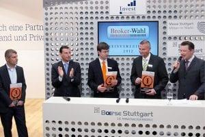 Die Sieger in der Kategorie Zertifikate Broker des Jahres 2012 (von links nach rechts): Matthias Bayer von der ING DiBa, Frank Wiedemann von Flatex sowie Arne Kolb vom Erstplazierten DAB Bank