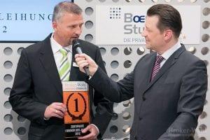 Arne Kolb vom Zertifikate Broker des Jahres 2012, der DAB Bank, freut sich nicht nur über den 1. Platz, sondern klärt das Fachpublikum auch darüber auf wie man sich in diesem Segment weiter entwickeln möchte.
