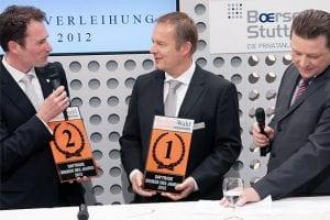 Geteilte Freude ist doppelte Freude: CEO Kai Friedrich von Cortal Consors gratuliert dem Vorstandssprecher von ViTrade, Matthias Hach