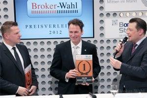 Börsenmoderator Holger Scholze erkundigt sich bei den beiden Erstplazierten der Hauptkategorie Online Broker des Jahres 2012, Daniel Schneider von der comdirect Bank und Kai Friedrich von Cortal Consors, über die Strategie für das nächste Jahr.