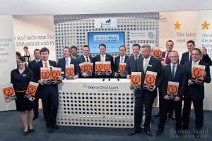Die Sieger aus den 7 Kategorien der Brokerwahl 2012 präsentieren dem Publikum auf der Showbühne der Börse Stuttgart zusammen Ihre Auszeichnungen.