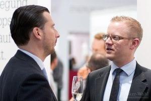 Holger Fertig vom CFD-Broker RBS marketindex, im Gespräch mit dem Zertifikate Experten der Börse Stuttgart, Mike Michal, auf der Preisverleihung der Broker-Wahl 2012