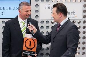 Als Sieger hat man natürlich gut lachen... Arne Kolb von der DAB Bank verrät Börsenmoderator Holger Scholze die Stärken der Münchener im Fonds und ETF Markt