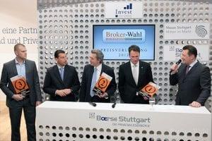 Die Sieger der Kategorie Futures Broker des Jahres 2012 - Börsenmoderator Holger Scholze im Fachgespräch mit Klaus Schulz vom Drittplazierten LYNX Broker