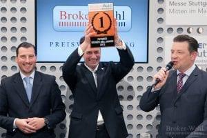 So sehen Sieger aus: Der CEO von Cortal Consors, Kai Freidrich, jubelt über die Titelverteidigung als Futures Broker des Jahres